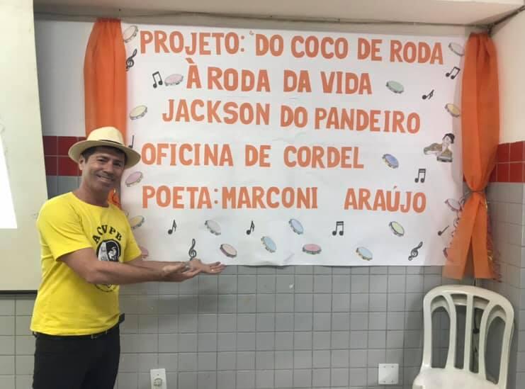 Photo of Presidente da Academia de Cordel ministra oficina de poesia em escola pública de João Pessoa
