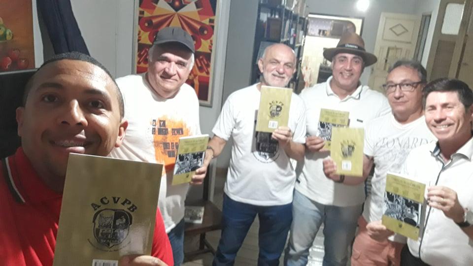 """Photo of Diretoria da Academia de Cordel recebe edição da coletânea """"Cordéis acadêmicos"""" e prepara lançamento"""