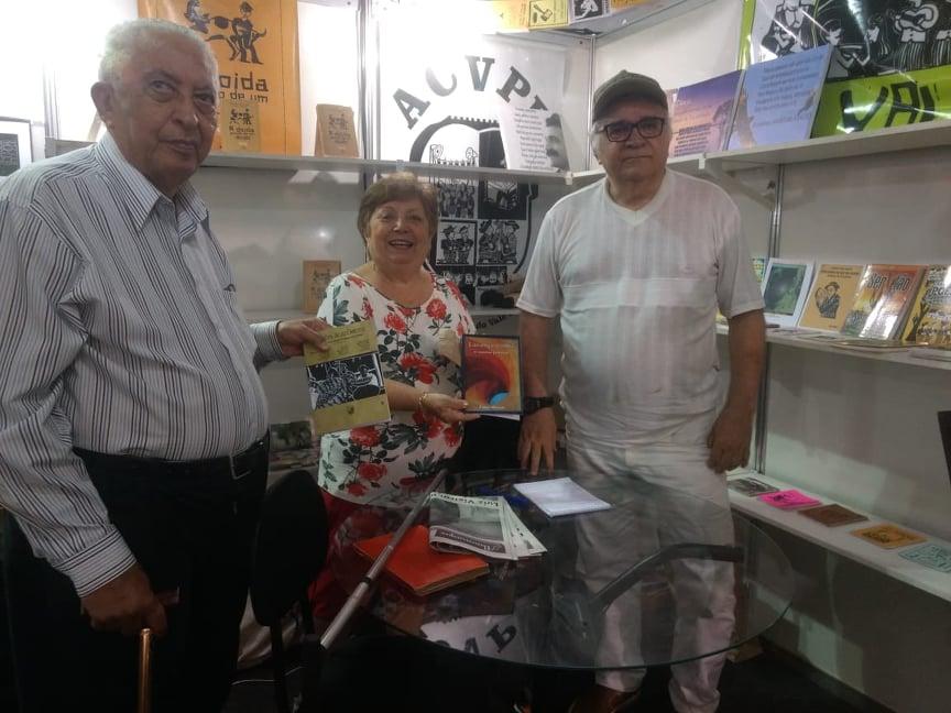 Photo of Pesquisadores do cordel visitam stand da Academia no Salão do Artesanato Paraibano
