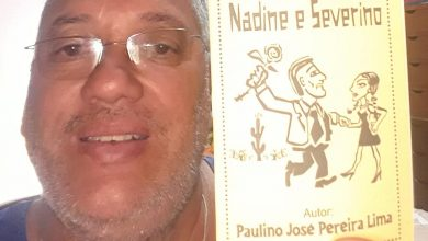 Photo of Ganhador do concurso de cordel de gracejo recebe edição do seu trabalho
